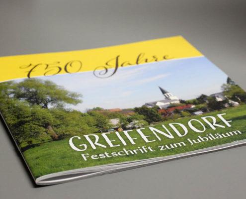 Gestaltung und Druck Festschrift 750 Jahre Greifendorf, 64 Seiten geheftet, quadratisch 21x21cm