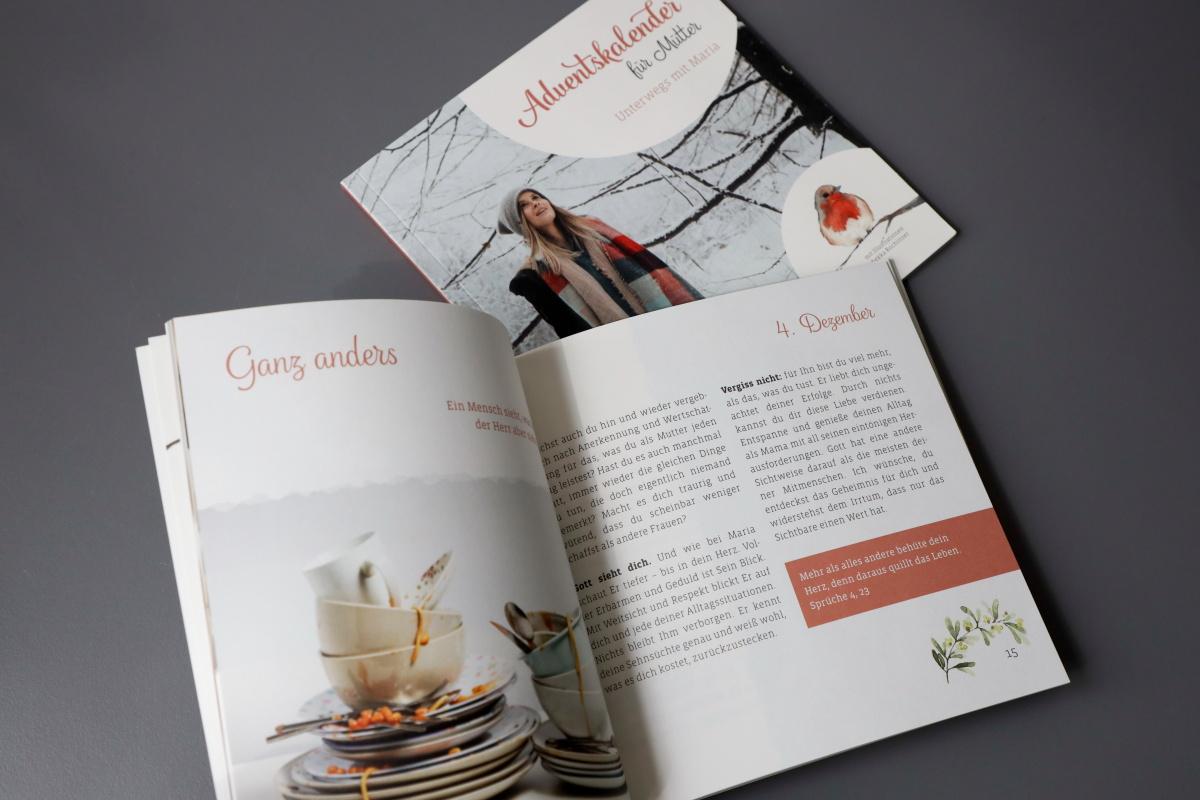 """Broschüre """"Adventskalender für Mütter"""" quadratisch, Klebebindung, MunkenPure, mit Illustrationen von Rebekka Rochlitzer"""