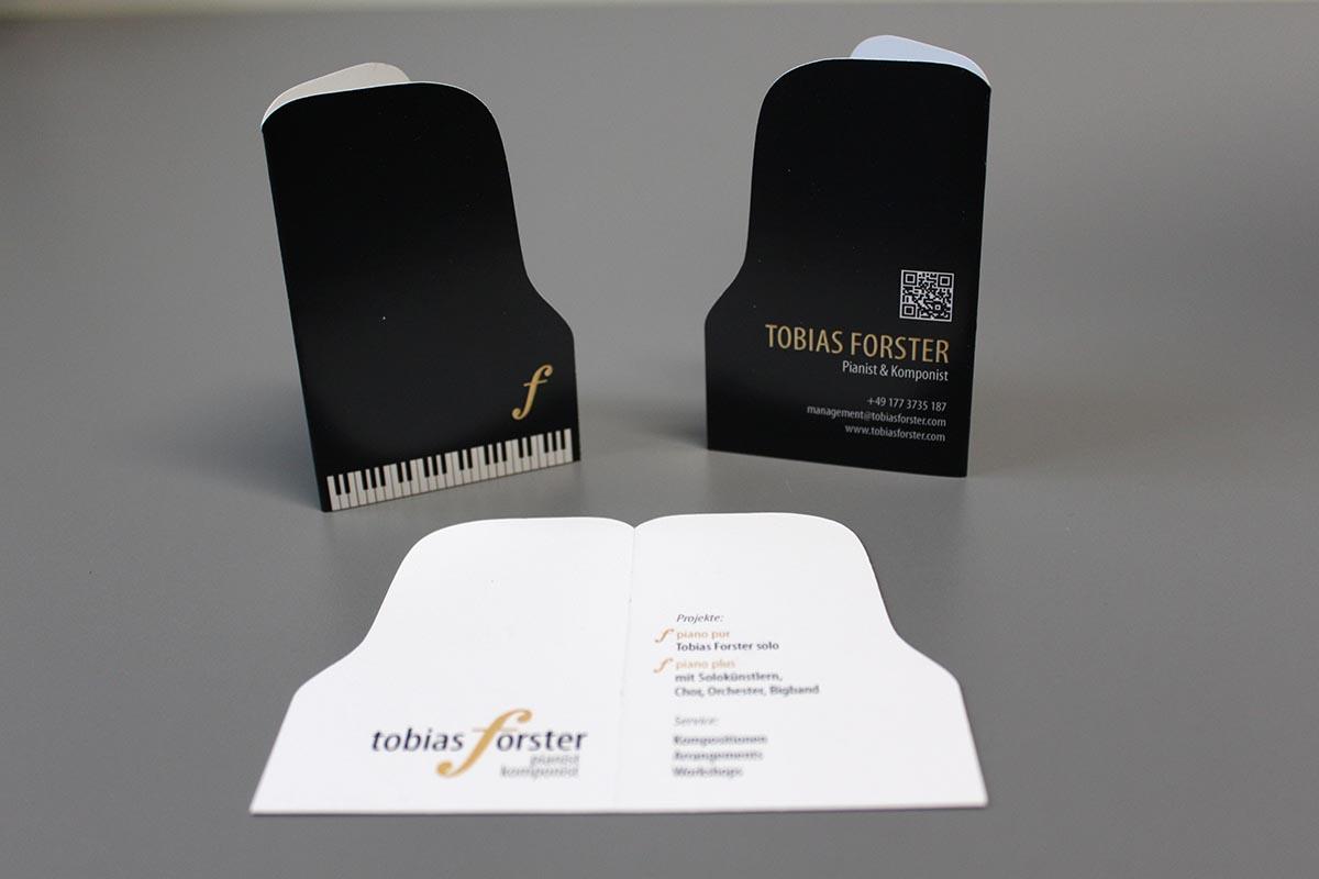 Visitenkarte Klappkarte mit Konturschnitt und Sonderfarbe Gold