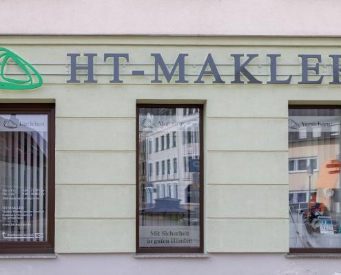 Konzept Außengestaltung Fensterbeschriftung HT Makler